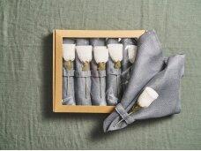 """Servetėlių rinkinys pilkas """"6 rožės"""""""